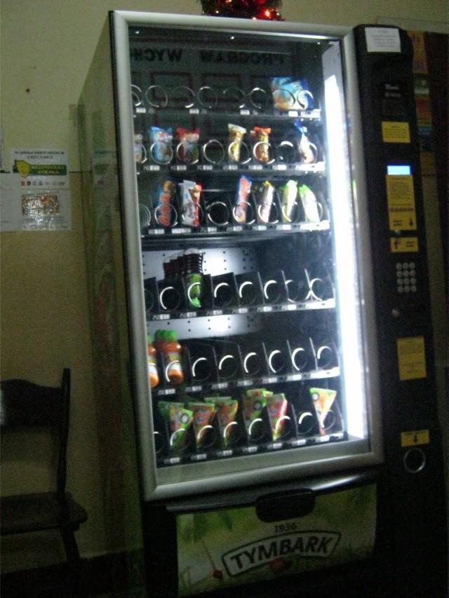 Kontrowersyjny automat ze szkoły przy ul. Kasprzaka