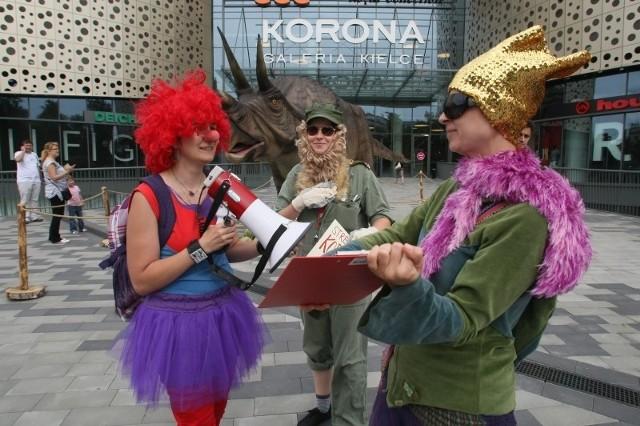 Happening przeciw dyskryminacji kobiet pod Galerią Korona