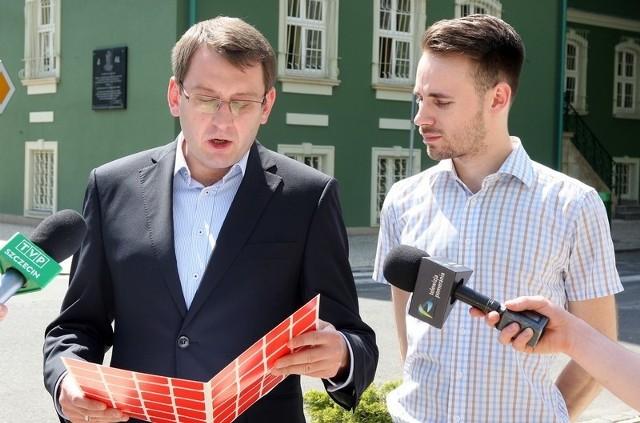 - Proszę przewodniczącego Jana Stopyrę, któremu bez wątpienia zależy na dobru naszego miasta, o zachęcenie mieszkańców Szczecina, do udziału w wyborach - mówi Dawid Krystek.