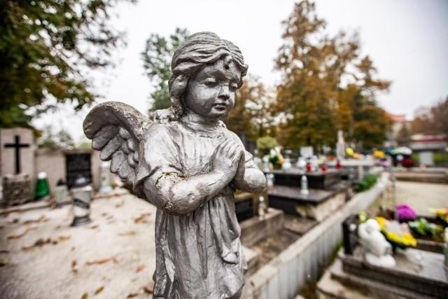 1 listopada: Jak rozmawiać z dzieckiem o śmierci? Nie ukrywajmy przed dziećmi faktu śmiertelności - uważa psycholog Maciej Frasunkiewicz