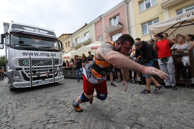 Tak było na ubiegłorocznym Pucharze Narodów. W sobotę zobaczymy na Rynku Kościuszki w Białymstoku Mistrzostwa Europy Strongmenów do 105 kg
