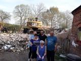 Pomoc dla rodziny w Sarbi. Strażacy-ochotnicy rozebrali zrujnowany dom jednorodzinny po pożarze. Trwa zbiórka na odbudowę