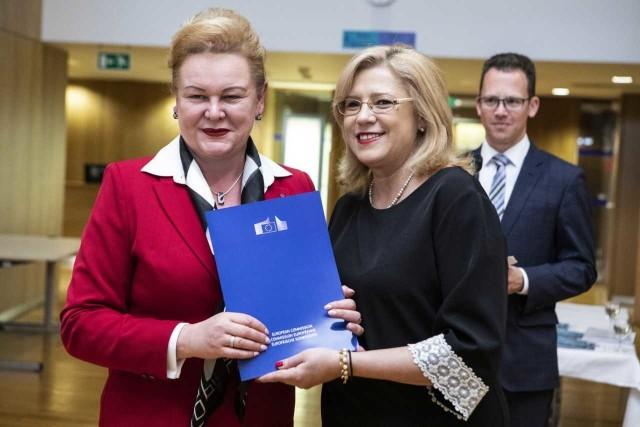 W tym tygodniu w Brukseli komisarz Corna Cretu przekazała Marzenie Wodzińskiej, członkini zarządu województwa wielkopolskiego decyzję o unijnym dofinansowaniu budowy Wielkopolskiego Centrum Zdrowia Dziecka