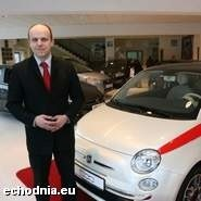 Nie obawiamy się, że z powodu podwyżek zabraknie klientów na nasze auta - mówi Mirosław Martyniszyn, kierownik salonu sprzedaży