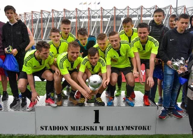 Drużyna SP Kleosin wygrała turniej eliminacyjny do FC Bayern München Youth Cup. Oprócz niej w niedzielnym turnieju głównym na Stadion Miejski w Białymstoku zagrają jeszcze drużyny Zachodnia i SP nr 8 z Białegostoku oraz 13 innych zespołów. Będzie to największa tego typu impreza piłkarska w naszym regionie.