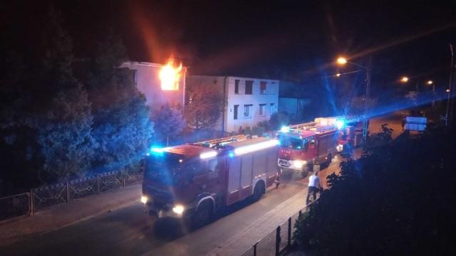 W piątek 31 lipca, przed godziną 1 strażacy odebrali zgłoszenie o pożarze budynku mieszkalnego przy ulicy Topolowej w Nowym Tomyślu.Przejdź do kolejnego zdjęcia --->
