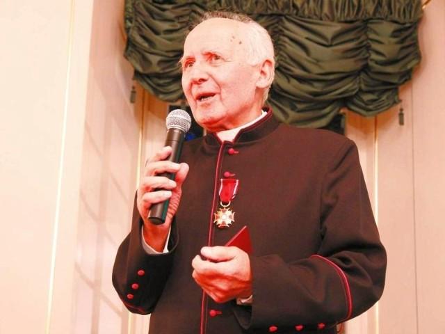 Ksiądz Czesław Gładczuk bez żalu rozstał się z odznaczeniem