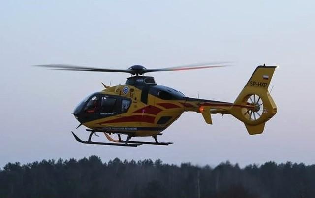 Dziewczynka została zabrana helikopterem do szpitala.