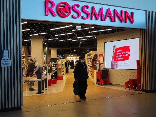 Zakupy w Manufakturze po zamknięciu części sklepów. Od 28 grudnia do 17 stycznia w galeriach handlowych (takich jak Manufaktura) zakazuje się handlu detalicznego.