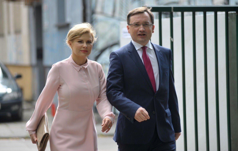 Nowi przyjaciele - Gowin i Ziobro. Ujawniamy szczegóły aneksu do umowy ws. zjednoczenia prawicy | Polska Times