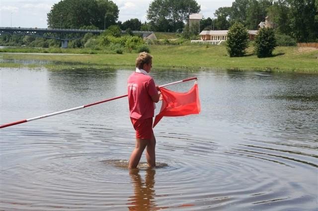 Na plaży pojawiła się wczoraj czerwona flaga.