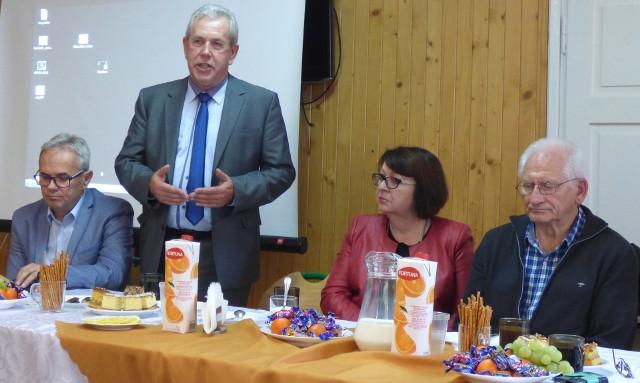 Za dobroć, zaangażowanie, serce do pracy - dziękował podczas czwartkowej konferencji opiekunom szkolnych kół czerwonokrzyskich Jerzy Służalski, sekretarz powiatu buskiego.