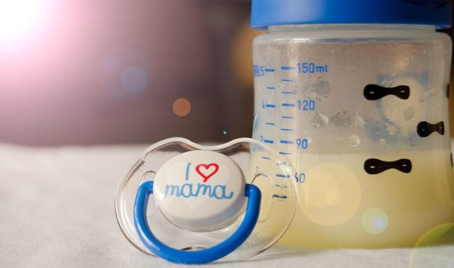 Colostrum to pierwszy pokarm dziecka. Wydzielina znana też jako siara jest najsilnejszym znanym nauce immunostymulatorem.