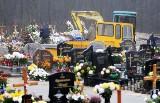 Makabryczne sceny podczas pogrzebu na cmentarzu w Zielonej Górze. Głowa i kości na hałdzie piachu
