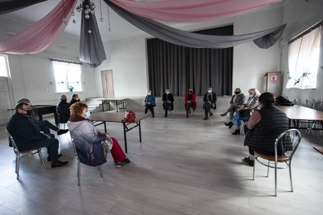 W sobotę na spotkanie zaprosiła nas grupa sołtysów i mieszkańców, którzy uważają, że zarzuty wobec wójta Jaroniewskiego są nieuprawnione, a referendum jest niepotrzebne.