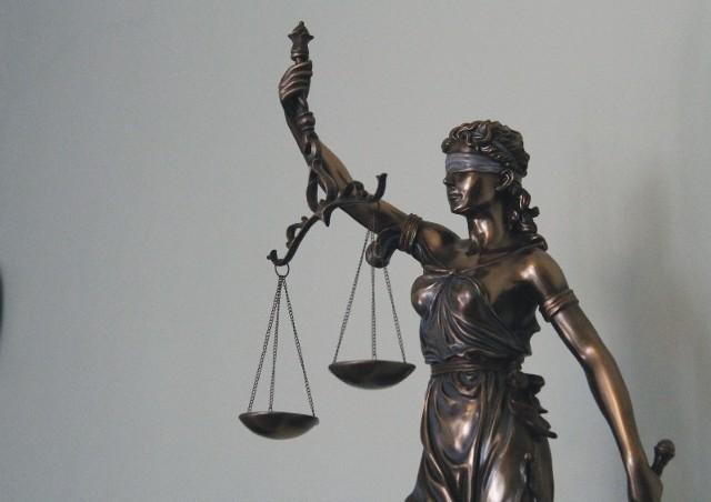 W postępowaniu nakazowym burmistrz Sieniawy został skazany na karę grzywny. Może jednak wnieść sprzeciw od wyroku, wówczas rozpocznie się proces sądowy w normalnym trybie.