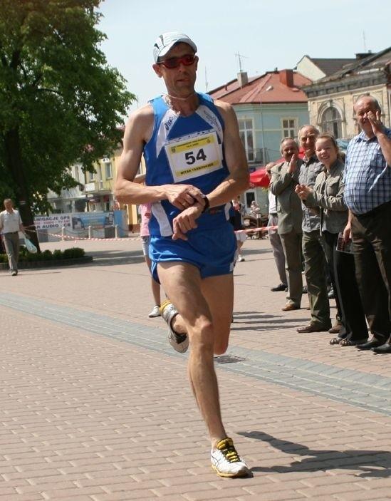 Bogdan Dziuba z Victorii Stalowa Wola zwyciężył w 29 edycji Tarnobrzeskiego Biegu Siarkowca.