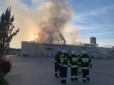Kałdus. Pożar zakładu produkującego biopaliwa. 20 mln zł strat! 35 zastępów w akcji! Zdjęcia