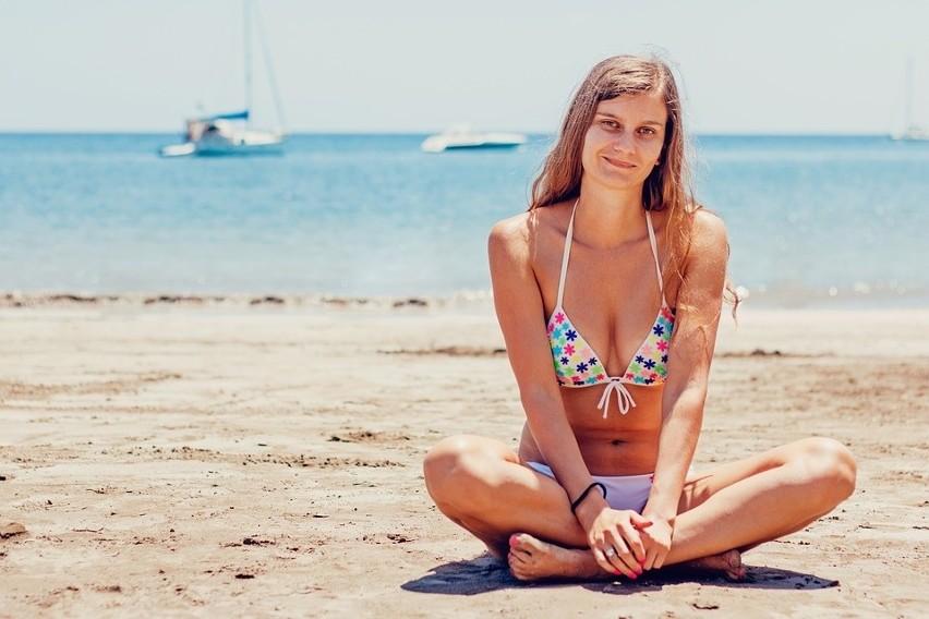 22ac882e4c0eed Bikini, tankini lub strój kąpielowy jednoczęściowy – jak je dobrać? Jaki  strój do jakiej sylwetki?