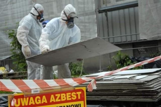 Jeśli usuwanie azbestu będzie się odbywać w takim żółwim tempie, nie pozbędziemy się go jeszcze przez długie lata.