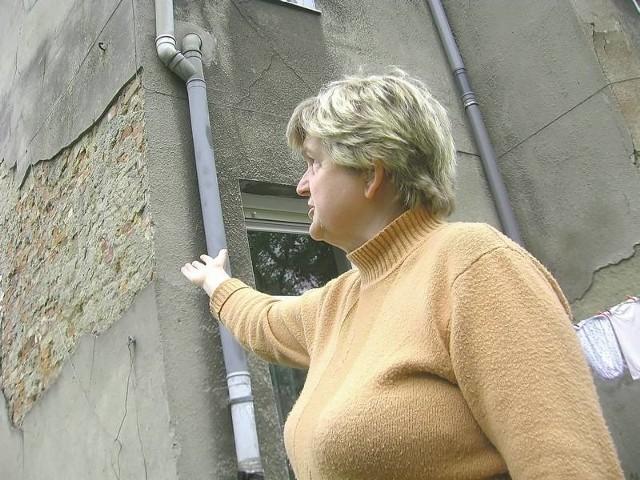 - Od lat nie możemy doprosić się remontu budynku - opowiada nam Elżbieta Szafranek z ul. Żagańskiej