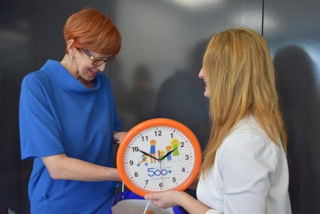 Program 500 plus czekają zmiany.  Co zmieni się już w 2017 roku? Minister Rodziny Elżbieta Rafalska zapowiedziała, że program 500+ w 2017 roku musi się zmienić.