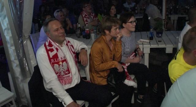 Prezydent Bydgoszczy Rafał Bruski oglądał wczoraj mecz Polska - Niemcy w Bydgoszczy z byłą premier Ewą Kopacz. - Gra była bardzo wyrównana - mówił po meczu - choć Niemcy nas cisnęli, uważam, że Polacy stworzyli lepsze sytuacje, więc wynik jest sprawiedliwy.Wideo: frt