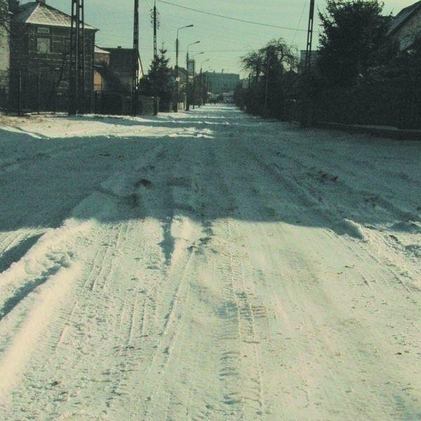 Ulica Nowa od lat czeka na modernizację. Jak są roztopy ulica jest po prostu nieprzejezdna - twierdzą jej mieszkańcy. Teraz, gdy jej remont trafił wreszcie do wydatków przyszłorocznego budżetu ludzie mogą odetchnąć