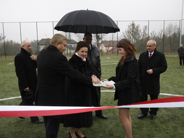 i Tadeusz Truskolaski otwierają boisko przy XIV LO