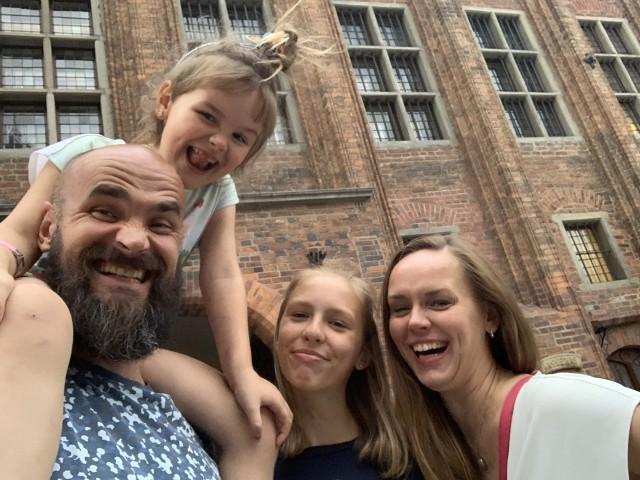 Najwierniejsi kibice i największe wsparcie Mikołaja Burdy to jego żona Magdalena oraz córki Nina i Natalia