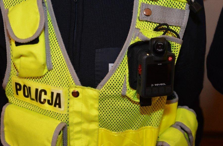 Policjanci w regionie mają 119 kamer na mundurach. Kamerek będzie więcej