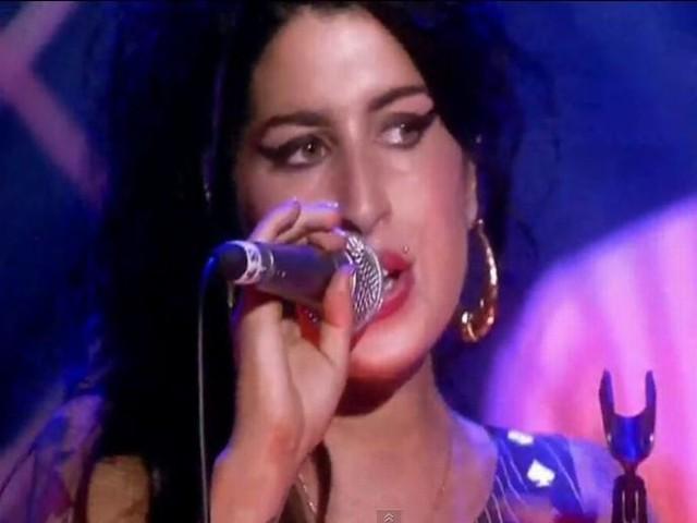 była pod wpływem alkoholu, ale nie narkotyków - wykazały badania toksykologiczne ciała piosenkarki
