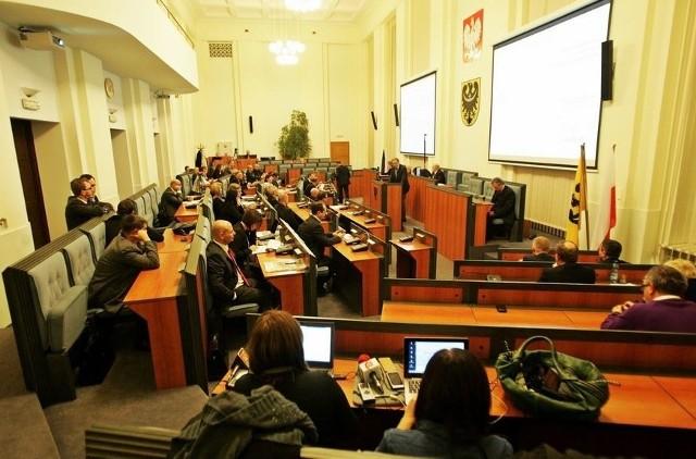 Sesja Sejmiku Dolnośląskiego. Zdjęcie ilustracyjne.