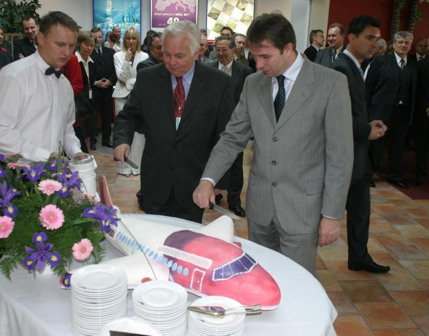 Kiedy był pierwszy lot Wizz Air w historii? 19 maja 2004, lot 101. Samolot leciał z Katowic Pyrzowic do Londynu Luton. Zdjęcia