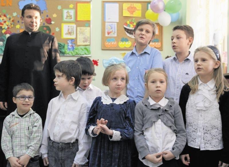Świetlica przy ul. Szkolnej już opiekuje się ok. 20 dzieci, może przyjąć ich 25. W piątek placówka została uroczyście poświęcona.