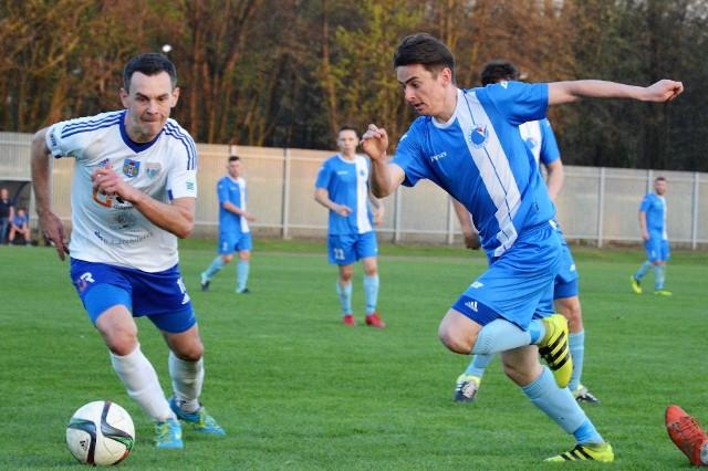 Unia Oświęcim pokonała Clepardię Kraków 4:3. Bartosz Praciak (z lewej) zwycięskiego gola dedykował synowi - Szymonowi.