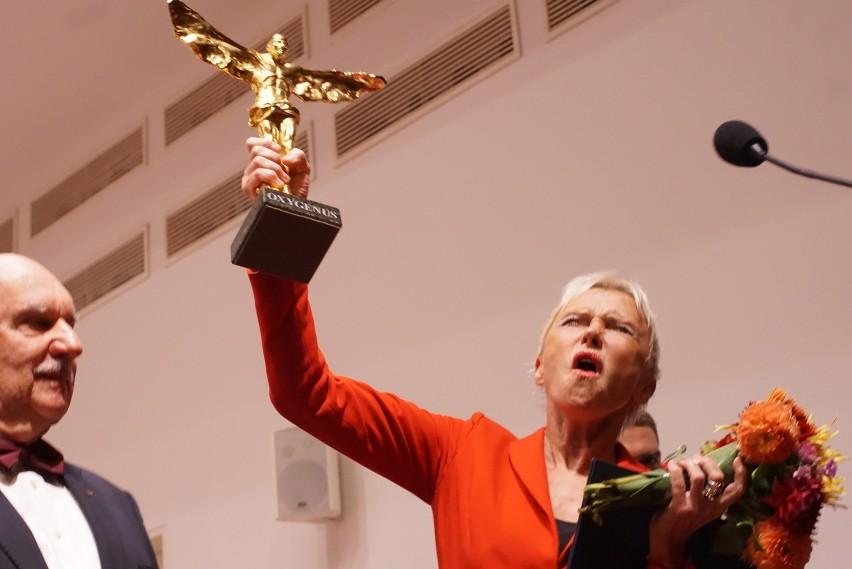 Ewa Błaszczyk ze statuetką Oxygenusa