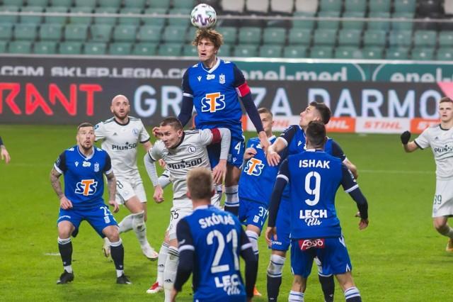 Czterem zawodnikom Lecha Poznań kończą się w czerwcu kontrakty. Dwóch związanych jest z Kolejorzem jeszcze do grudnia 2021. Sprawdzamy, jakie mają szanse, by pozostać w klubie z Bułgarskiej i co ewentualnie czeka też graczy wypożyczonych do innych klubów.Zobacz kolejne zdjęcie - kliknij tu --->