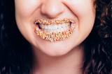 TOP 10 produktów, które najbardziej plamią zęby. Tego lepiej się wystrzegać, jeśli chcemy mieć piękny uśmiech!