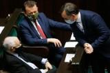 Zbigniew Ziobro chce dymisji Mateusza Morawieckiego w przypadku braku weta. Solidarna Polska wyjdzie z rządu? Kaczyński mruga do PSL