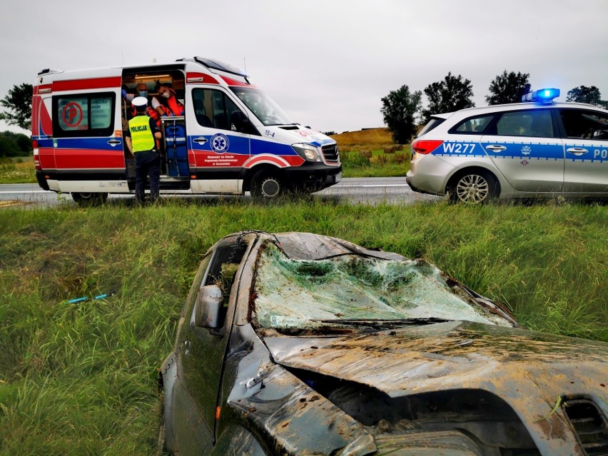 """Wypadek na krajowej """"11"""" koło Będzina. Auto dachowało"""