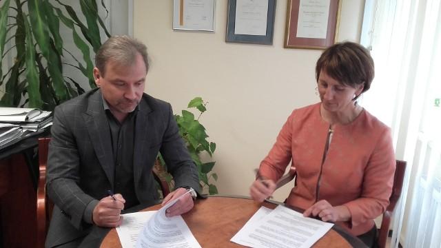 Dyrektorzy szpitali podpisali umowę o partnerstwie przy realizacji tego projektu.