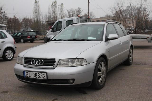 Audi A4, 2000 r., 1,9 TDI, ABS, centralny zamek, elektryczne szyby i lusterka, immobiliser, 9 tys. 800 zł;