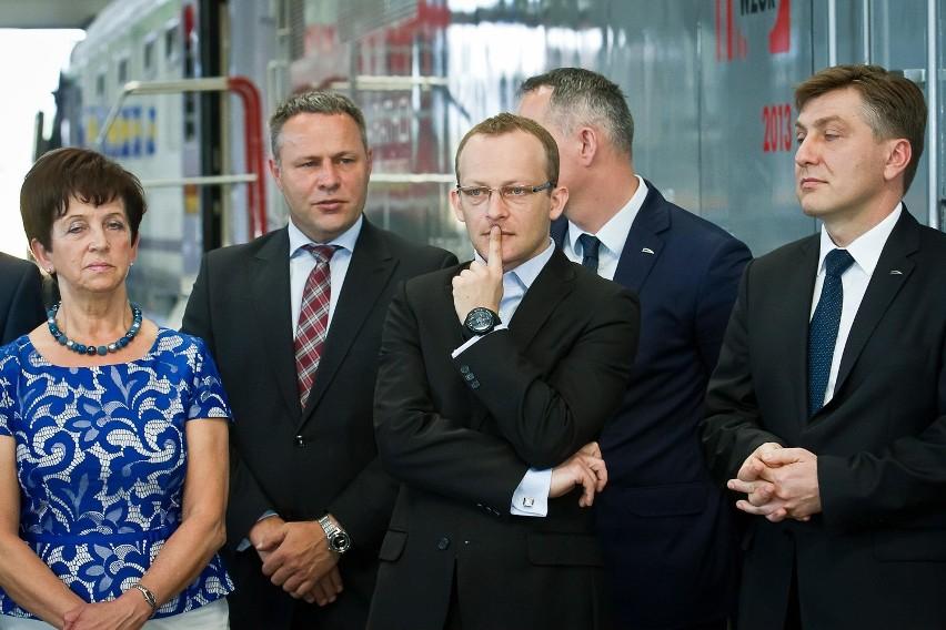 PESA. Podpisanie umowy na dostawę EZT Dart dla PKP Intercity...