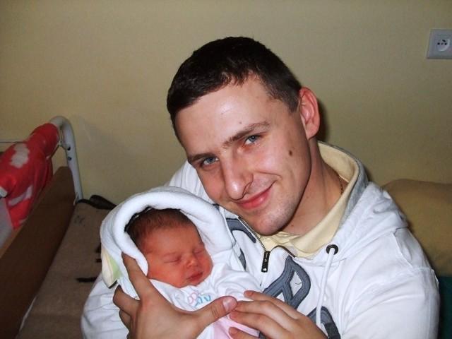 Pierwsze dziecko Anny i Daniela Bogdan W środe, 6 stycznia, urodzilo sie pierwsze dziecko Anny i Daniela Bogdan z Poreby. Syn wazyl 3450 g i mierzyl 57 cm.