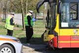 Chciał zdążyć na autobus MPK, potrącił go inny autobus. Tu zaczęły się jego problemy...
