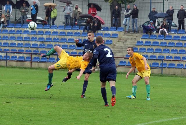Zawodnicy Chemika Police próbowali strzelić gola na różne sposoby. Udało się w 18. minucie z najbliższej odległości.