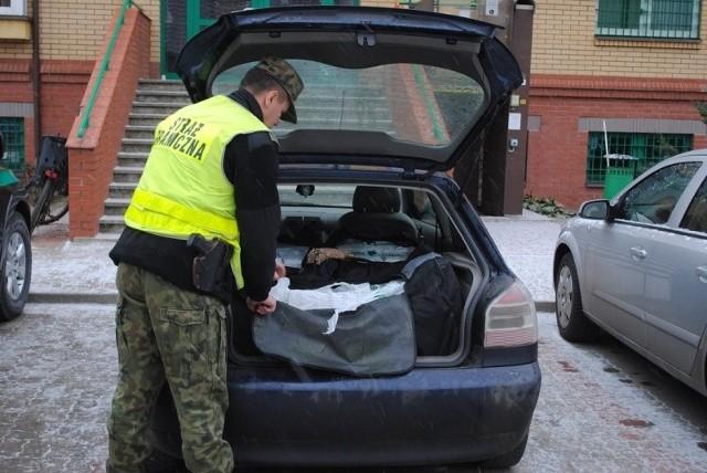Szacunkowa wartość zatrzymanej kontrabandy wynosi ponad 75 tys zł.