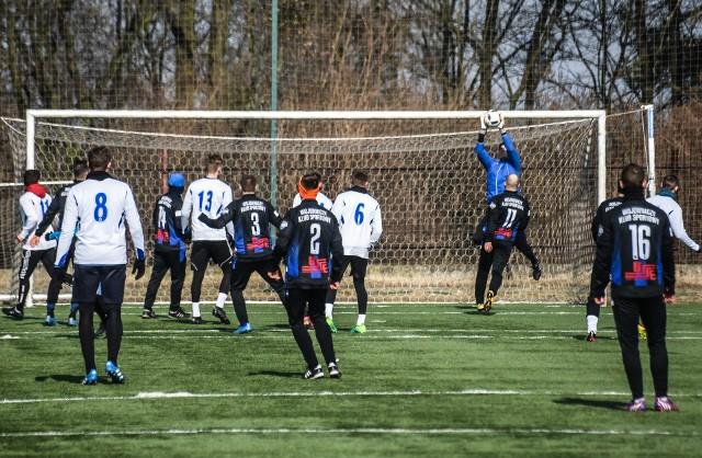 Zawisza Bydgoszcz w meczu kontrolnym zremisował z Pogonią Mogilno 2:2. Gole strzelili Paweł Kanik i Tomasz Widomski dla Zawiszy oraz Mateusz Nawrocki i Filip Jagielski.