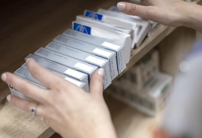 Z pólek aptekarskich znikają leki. Aptekarze szacują, że...